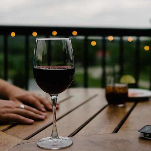 ワインのテイスティングは男性の見せ場!